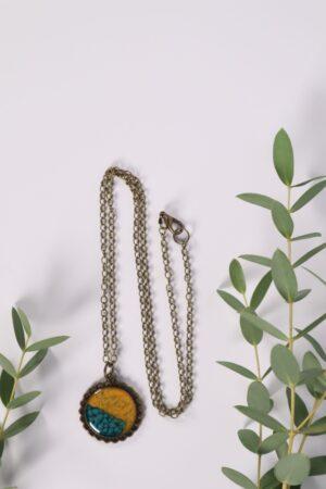 Halskette, Kette, Anhänger, Blume, Dirndl, Trachti, Messing, Blume, Blüte, Floral, beige, gelb, grün, petrol, türkis